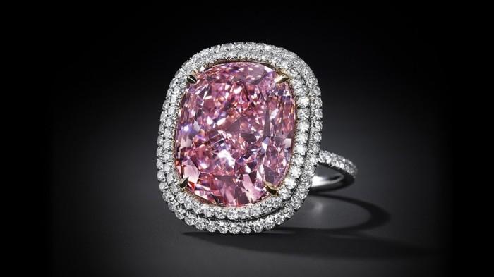 różowy diament